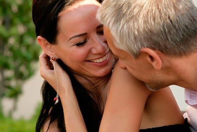 Ποια είναι η διαφορά μεταξύ των αποκλειστικών γνωριμιών και της σχέσης