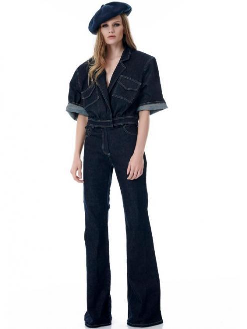 0a74818cd014 Ένα τζιν σε στυλ καμπάνα, είναι η τελευταία λέξη της μόδας και έχει  επιστρέψει για τα καλά στα στάνταρ της μόδας! Ταιριάζει στους περισσότερους  σωματότυπους ...
