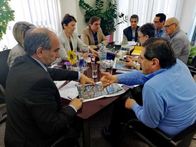 (Στιγμιότυπο από την συμφωνίαΚατσιφάρα-Πελετίδη για τους χώρους του Λαδόπουλου)