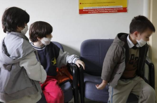 """""""Θερίζει"""" η γρίπη- 13 νεκροί , οι 5 σε μια εβδομάδα- Ελάχιστοι είχαν κάνει εμβόλιο- Συναγερμός στα σχολεία!"""