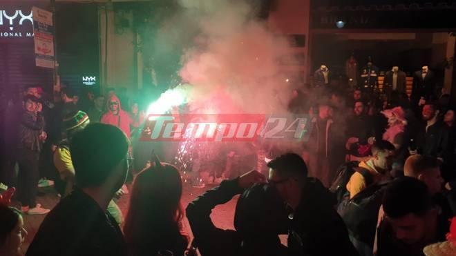 Πάτρα: Το αδιαχώρητο μέχρι τα ξημερώματα στο κέντρο - Χόρευαν μέχρι τις 9 το πρωί αν και έχουν ακυρωθεί επισήμως οι καρναβαλικές εκδηλώσεις (Photos-ΒΙΝΤΕΟ)