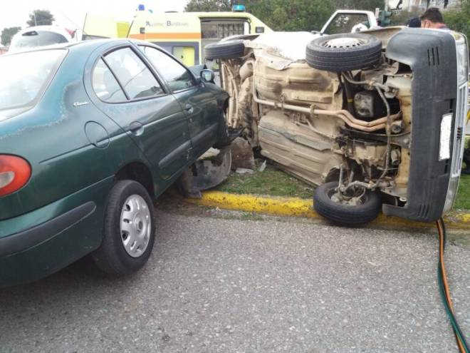 Δυτ. Ελλάδα: Σφοδρή σύγκρουση αυτοκινήτου με αγροτικό στο Αγρίνιο– Ένας τραυματίας στο νοσοκομείο (photos)