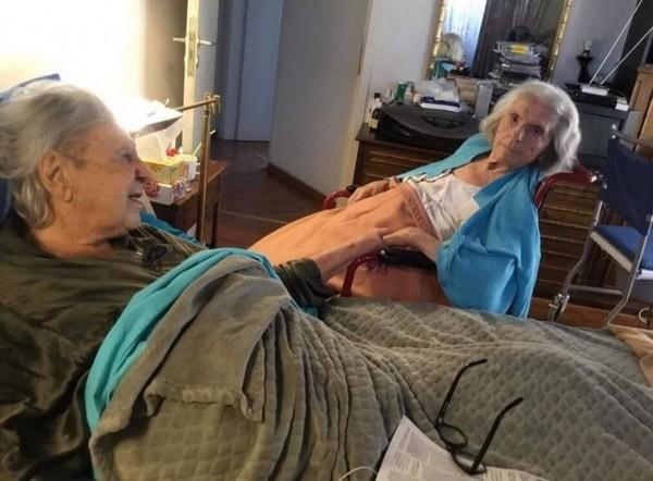 Μίκης Θεοδωράκης – Συγκινεί η τελευταία φωτογραφία με τη γυναίκα του (photo)