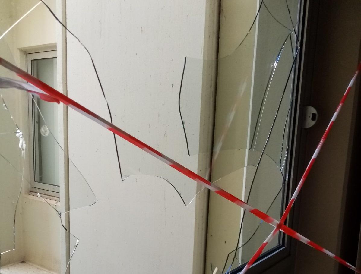 Πανικός στο νοσοκομείο Ιωαννίνων - Ασθενής ξυλοκόπησε βάναυσα γυναίκα γιατρό - Η αντίδραση Καρβέλη και η παρέμβαση εισαγγελέα