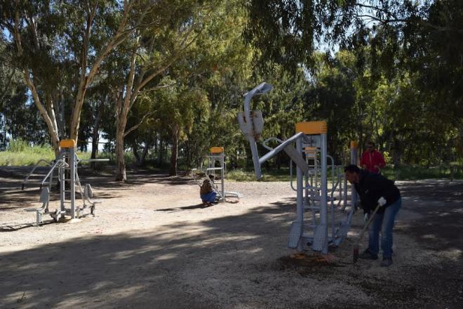 5d00e9a0d04 Παράλληλα έγιναν και εργασίες συντήρησης και αποκατάστασης στα όργανα  γυμναστικής που βρίσκονται στο χώρο του έλους της Αγυιάς.