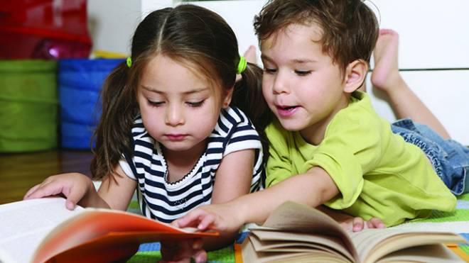 Επτά λόγοι που πρέπει να διαβάζουμε στα παιδιά μας  f72d1880e26