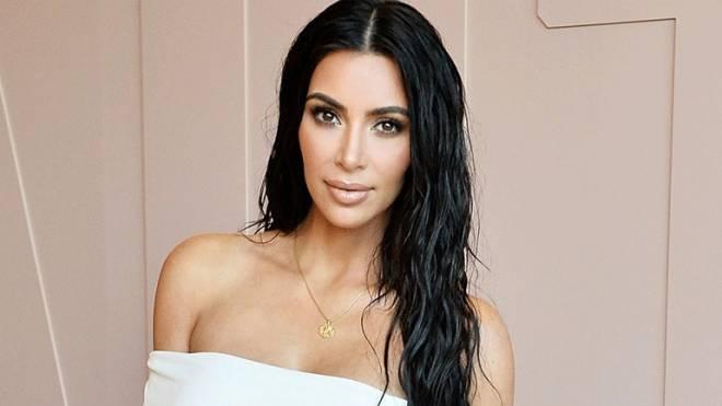 Η Kim Kardashian έκανε την πιο τολμηρή της εμφάνιση στα Fashion Media  Awards. δειτε φωτογραφια 28f325e3e17