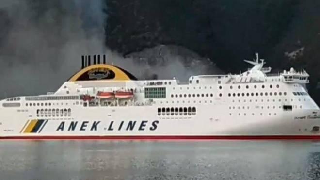 Ηγουμενίτσα: Λαχτάρησαν οι 538 επιβάτες του Champion Olympic από την πυρκαγιά - Δύο τραυματίες - Είχε ξεκινήσει από Πάτρα - Προανάκριση για τα αίτια -Ανακοίνωση του Υπουργείου