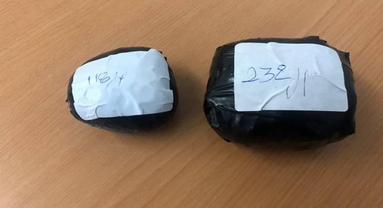 """Ασφάλεια Πάτρας: """"Φρένο"""" σε αυτοκίνητο με ναρκωτικά - Που είχαν κρύψει τα δύο πακέτα με 350 γρ. ηρωίνης"""